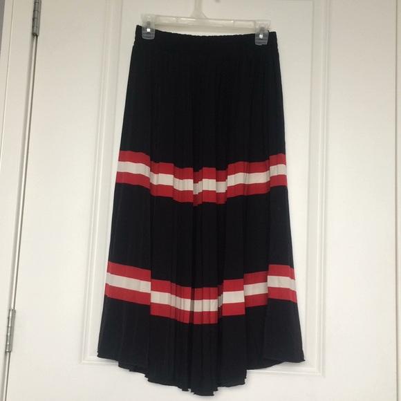 Mango Pleated Skirt. M 5b7c49724cdc3092161faf8d 8b8e85638